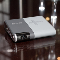 Lenovo'dan avuç içi kablosuz projektör!
